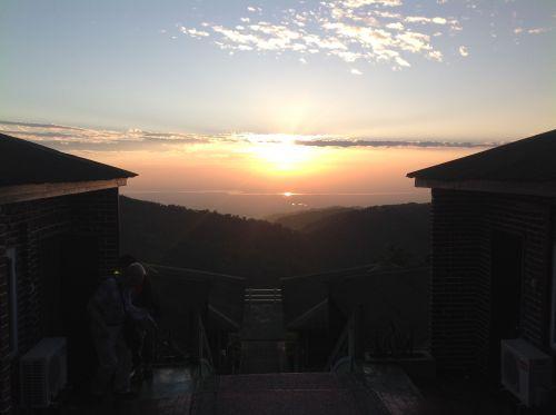 Bago山頂夕陽下的景色