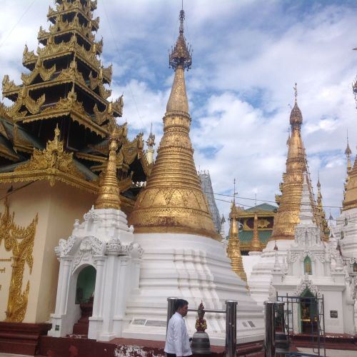 大金塔 (The Shwedagon Pagoda)