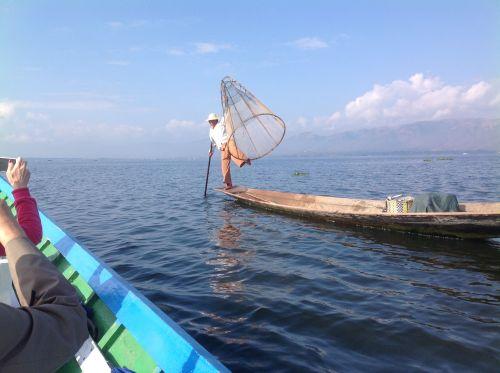 漁民捕魚的情景