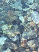 溪水中的礫石
